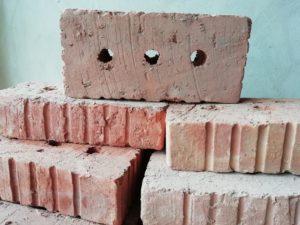 Керамічна цегла - традиційний будівельний матеріал.