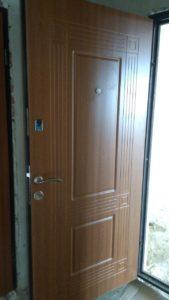 Входная дверь в квартиру должна быть надежной.