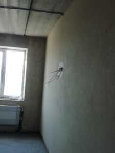 Новые жители начали уже внутренние ремонты.